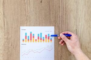 chart-graph-hand-paper-590014